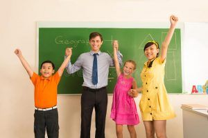 profesor de matematica con 3 alumnos en la molina